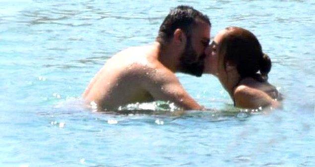 Geçen yıllara rağmen mutlu çiftin aşkı her daim taze kaldı.