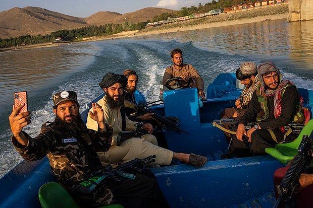 Taliban Askerlerini Uyardı: Selfie Çekmeyin