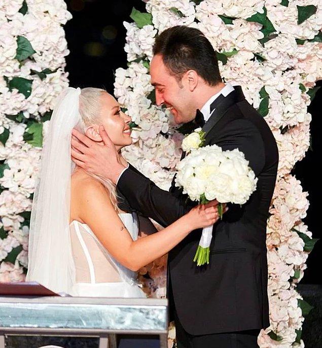 2. Ece Seçkin, düğününde giydiği gelinlikleri söz verdiği gibi hediye etmeye başladı!