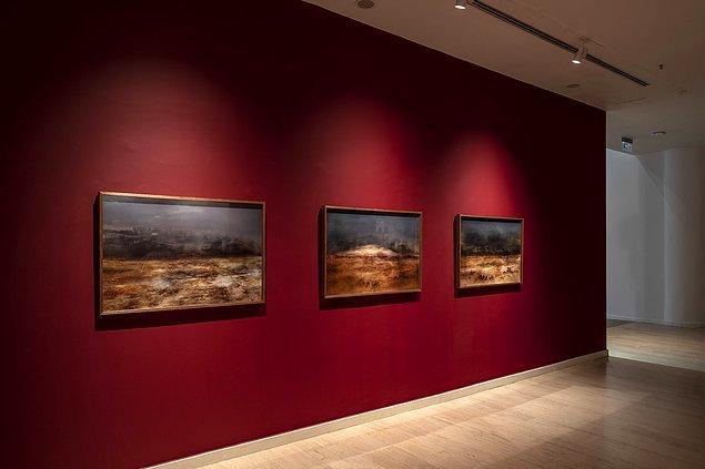 """2. Begüm Yamanlar'ın, """"Boğazın Suları Çekildiği Zaman"""" başlıklı çalışmasında on dokuzuncu yüzyılda İstanbul'a gelmiş gezgin fotoğrafçı ve ressamların Boğaziçi manzaraları günümüz teknolojisiyle yeniden betimleniyor."""