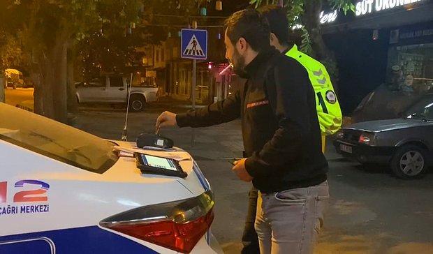 Ne Memuru Alkol Bey? Ehliyetsiz ve Sarhoş Sürücü, Cezayı Ödemek İçin Kartını Alkolmetreye Tuttu
