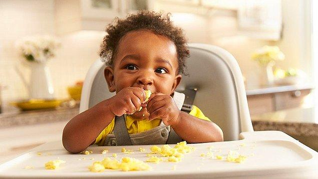 3. Sağ elini kullandırmaya çalıştıklarında ise yemek yememe ya da yediği yemeği dökme gibi dramatik sonuçlar ortaya çıkmıştır.
