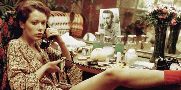 Eskiler Emmanuelle gibi erotik filmlere aşina olarak büyüse de bizim jenerasyonumuzun erotik filmlerle ilk tanışma anı Grinin Elli Tonu serisi oldu.