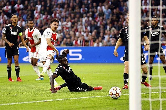17. dakikada Berghuis'in attığı golle Ajax 1-0 öne geçti.