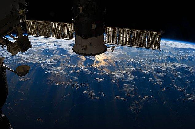 9 Temmuz 2013 sabah 8.02'de Uluslararası Uzay İstasyonu (ISS) dışına ilk kez çıkan Luca Parminato ise uzaya çıkmakla kalmaz, bir de yürüyüş yapar. Kendi deyimiyle bu çok az astronota nasip olur.