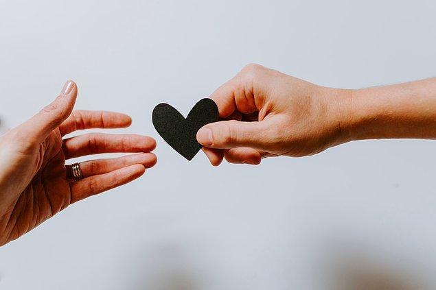 3. Eski sevgililere dikkat! Zira Merkür retrolarında eski sevgiliden gelen ani mesajlar, aramalar ile karşılaşmanız mümkün.