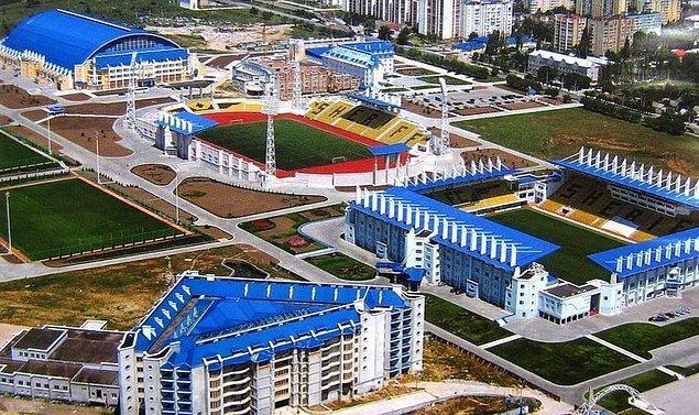 Sheriff Tiraspol'un gelişmiş tesislerinden de söz edelim biraz. Takımın halihazırda kullandığı modern stadyum ve tesisler de yüzü pek de aydınlık olmayan bu şirketler grubunun yatırımları doğrultusunda inşa edildi.