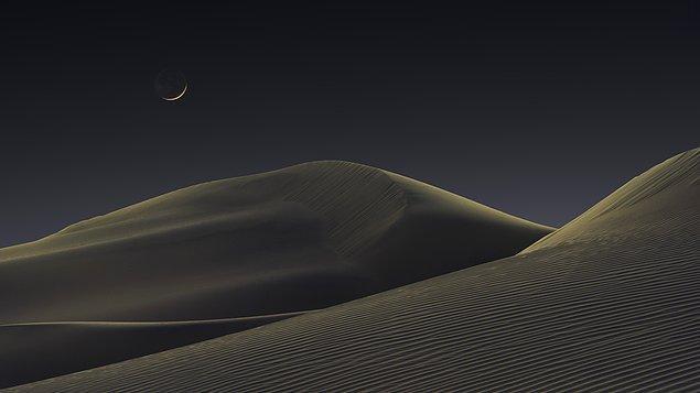19. Ay ışığında kum tepeleri:
