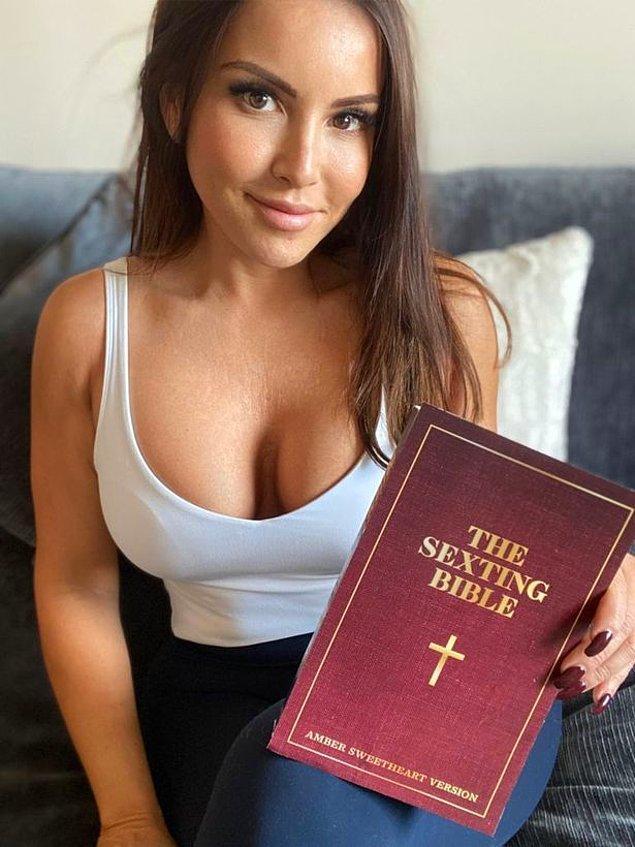 """Bu alanda özgüven sahibi olmaya başladığında yeni şeyler keşfetmek istediğini fark eden Sweetheart, """"The Sexting Bible"""" adlı bir kitap yazarak internette yaşanan bu tür Cybersex ilişkilerini ve kendi deneyimlerini açıklamış."""