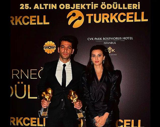 3. Katıldığı ödül töreninden fotoğraf paylaşan Murat Yıldırım yaptığı photoshopla herkesi şaşırttı!