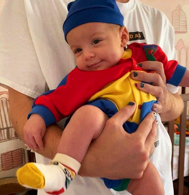 8. Dünyaca ünlü şarkıcı Halsey, ilk kez oğlu Ender'in fotoğrafını paylaştı!