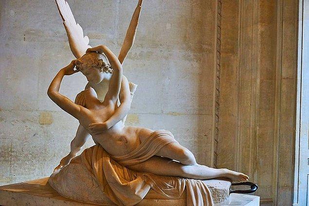 1. Antik Yunanlı erkekler eşlerini öpmezdi.