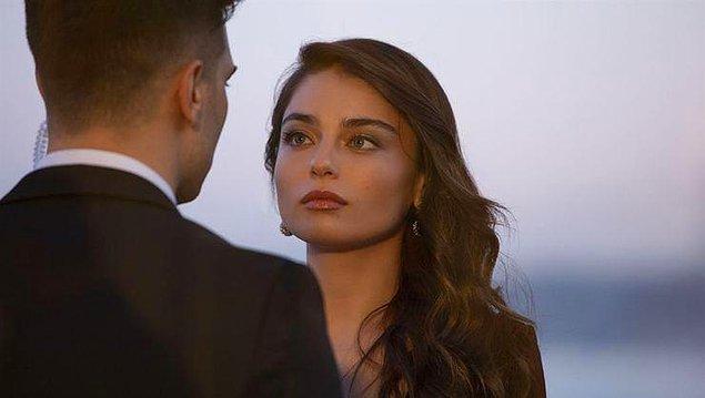 İlk Netflix Türkiye dizisi Hakan: Muhafız'ın esas kadını da o oldu. Güzelliği de başka bir boyuta çıkmıştı resmen!