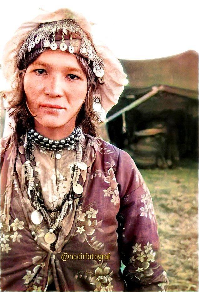 22. Yörük göçebesi Türk kadını, Aydın, 1956.