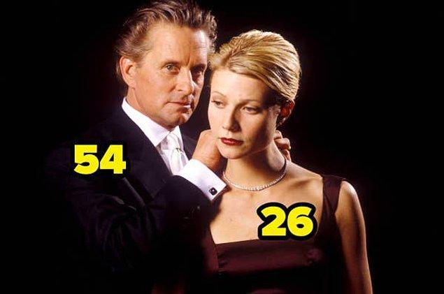 8. Kusursuz Cinayet'te oynayan oyuncuların arasında 28 yıllık bir yaş farkı var.