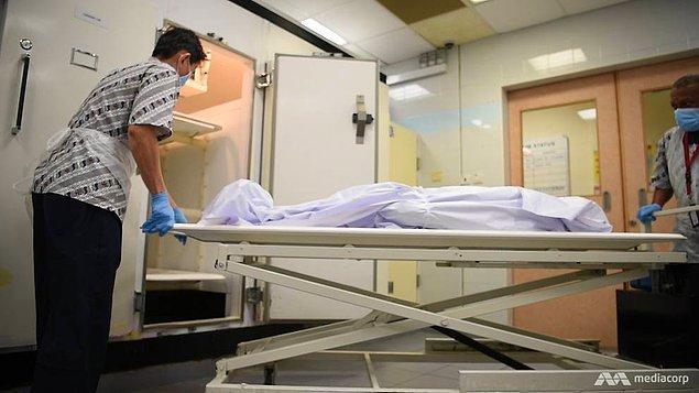 """5. """"Bir laboratuvar görevlisi olarak ölü bir bedeni incelerken adamın penisi ve testislerinin birbirine dolandığını fark ettik."""""""