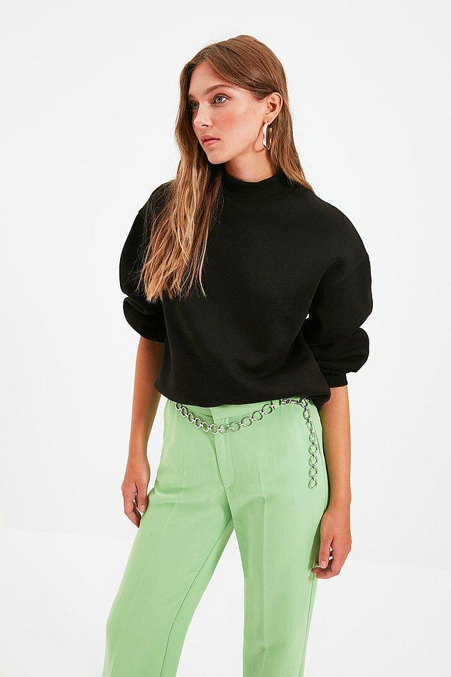 4. Düz siyah sweatshirt, herkesin ihtiyacı olan joker parça