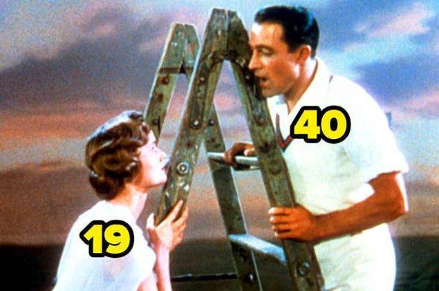 20. 1952 yapımı Yağmur Altında filminin başrol oyuncusu Debbie Reynolds o sırada 19 yaşındaydı. Gene Kelly ise 40 yaşındaydı.