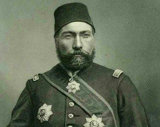 Ardından 11 yıl boyunca görev uğruna oradan oraya gezer Osman Paşa.1868'de Yemen'de savaşır ve tuğgeneralliğe yükselir. Ancak oranın havasına alışamaz ve 1871'de İstanbul'a döner.