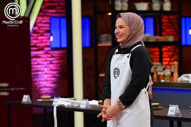 Bu arada bu hafta son kez yedek yarışmacılardan bir isim ana kadroya katıldı. Bu isim de haftalardır başarı gösteren Rabia oldu.