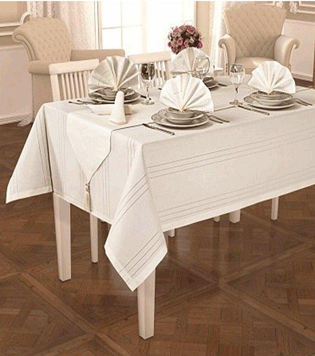 10. Misafirlerinize şık sofralar kurarken ihtiyacınız olan temel şey güzel bir masa örtüsü.