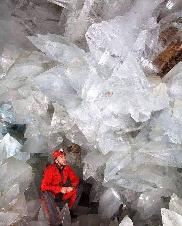 3. Bir selenit taşı mağarası: