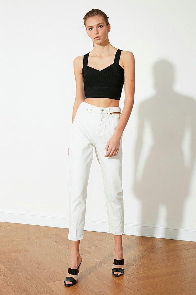 6. Cut out detaylı yüksek bel mom jeans.😍