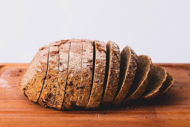 23. Çok tahıllı ve buğday ekmeği, beyaz ekmekten daha sağlıklı değil.