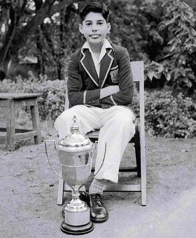 5. Yıl 1958, yer Bombay, Hindistan. Müzik tarihinin efsanesi Freddie Mercury 12 yaşında.