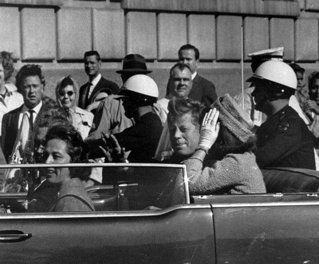 Kennedy suikastinin hiç gerçekleşmediği ya da büyük bir planın parçası olduğuna dair teoriler de buraya dahil.