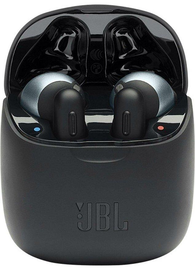 9. JBL kulaklık sayesinde kablosuz iletişimin tadını çıkarın.