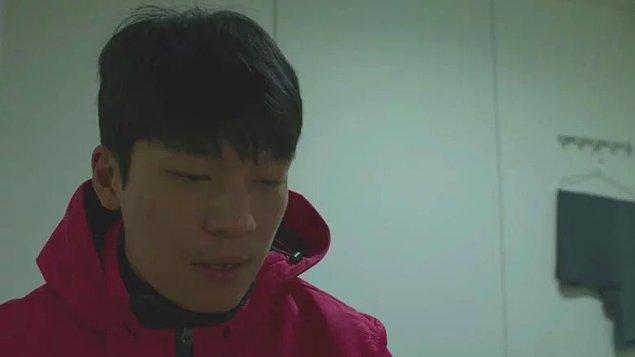 11. Hwang Jun-ho'nun bu kadar sıkı güvenlik önlemleri alınan bir bölgeye bu kadar kolay girmesi de bize biraz saçma geldi.