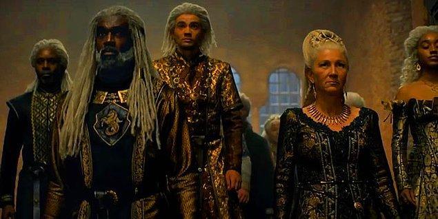 Fragmanda yer alan Velaryon ailesinin üyeleri Corlys, eşi Rhaenys, çiftin oğulları Laenor ve kızları Laena.
