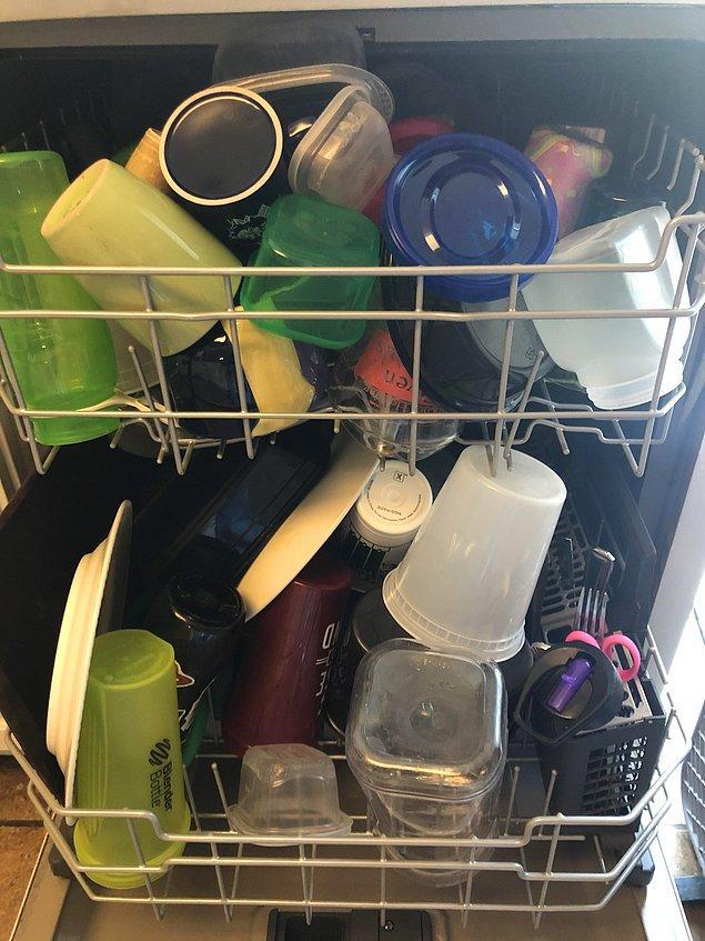 """6. """"Eşim bulaşık makinesini böyle yerleştiriyor..."""""""
