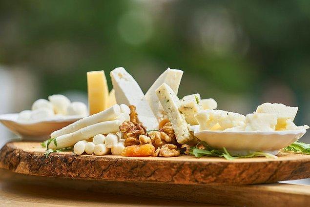 7. Sıcak içecekler ve peynir