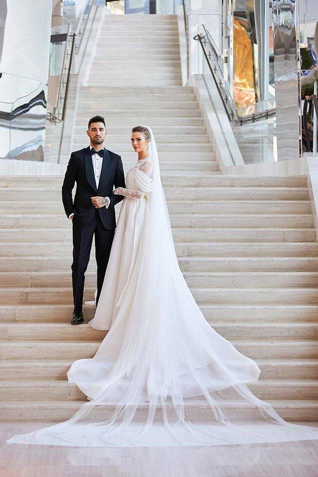 Raffles Otel'de gerçekleşen düğüne 550 kişi davet edildi.