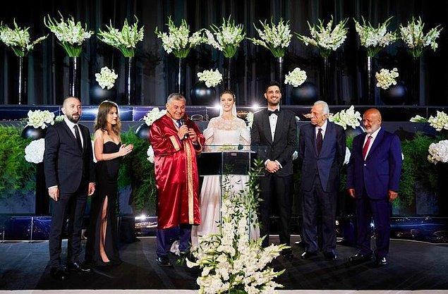 Sarıyer Belediye Başkanı Şükrü Genç'in kıydığı nikahta Necdet Ulucan, Ethem Sancak, Kübra Şefkatli ve Şevket Demir nikah şahidi oldu.
