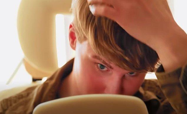 Bunu konuşmaya gittiği doktoru, Toby'nin Bieber'a tam dönüşümünden önce bir psikiyatristle konuşmasını ve bu dönüşüme dair duygularından emin olmasını tavsiye ediyor.