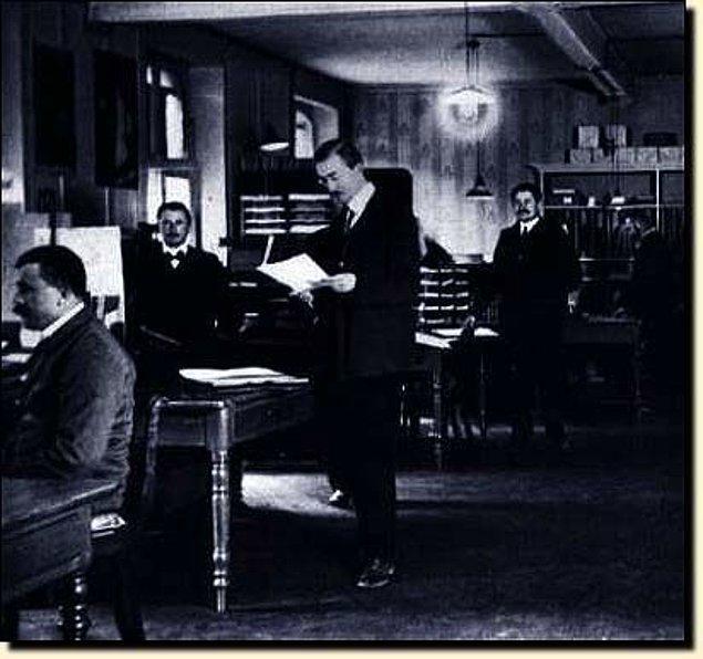 Ayrıca Einstein'ın gençken bir süre de olsa patent ofisinde çalıştığı herkesin malumudur. Orada gördükleri mi ilham oldu bilinmez kendisi 50'ye yakın tasarımın patentini alır.