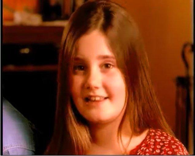 Oyunculuğa çocukken oynadığı reklam filmleriyle başladı.
