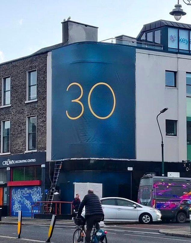 """Birkaç gün önce dünyanın çeşitli yerlerinde aynı anda görülen gizemli """"30"""" reklam panoları, Adele'in yeni albümü olarak yorumlandı."""