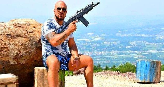 Sanger Ahmedi'nin sosyal medya hesaplarında çok sayıda tabanca ve uzun namlulu silahlar ile fotoğraflar paylaşmıştı.