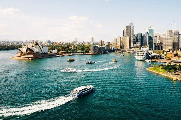 Modern stili, zengin kültür ve tarihi ile turistlerin gözde şehirlerinden biri olan Sidney, milli parkları ve geniş sahilleri ile seyahat severlerin heyecan verici duraklarından biri.