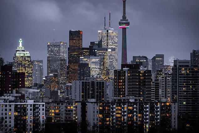 Çok kültürlülüğü içinde barındıran bir şehri olan Toronto, şehre has bina ve kuleleri ile ziyaretçilerini büyülüyor.