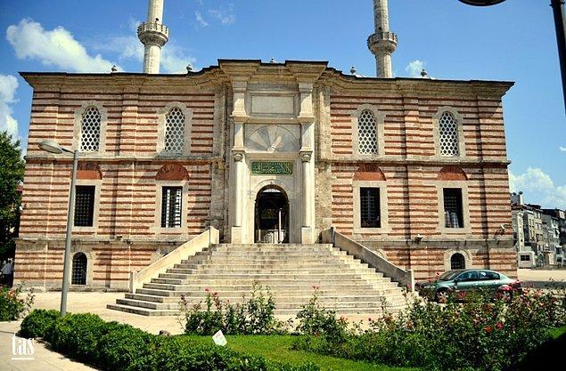 Yeniçerilerin itaatsizliği ve kışın zorlukları Osmanlı donanmasının Rus saldırısına karşı koyamamasına neden oldu. Bu süreçte üzüntülü günler geçiren Sultan, 21 Ocak 1774'te vefat etti ve Laleli Külliyesi'ne defnedildi.