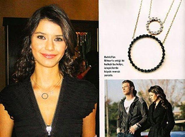"""11. """"Aşk-ı Memnu""""da Behlül'ün Bihter'e hediye ettiği bu kolye o dönemin en çok istenen kolye modeli haline gelmişti."""
