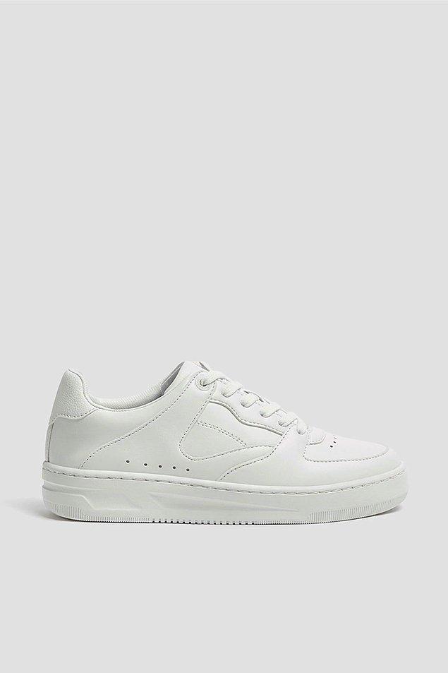 17. Pull & Bear beyaz spor ayakkabı ile en iyi kombinlerinizi tamamlayın!