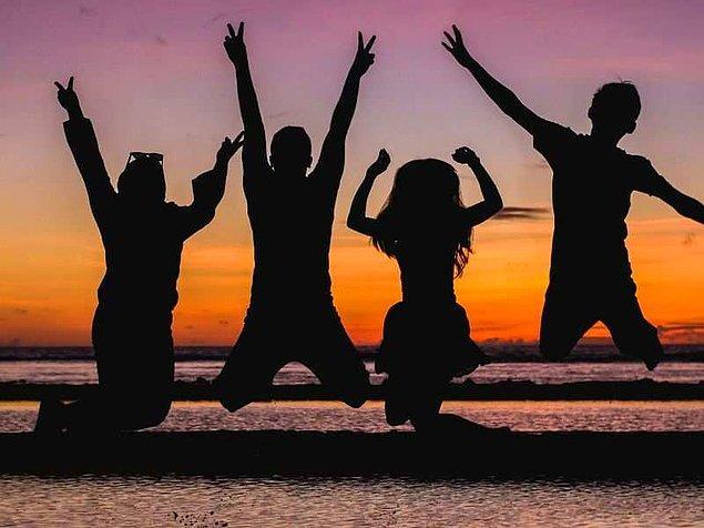 5. En eğlendiğin anılarını hatırlayınca yanında genellikle kim oluyor?