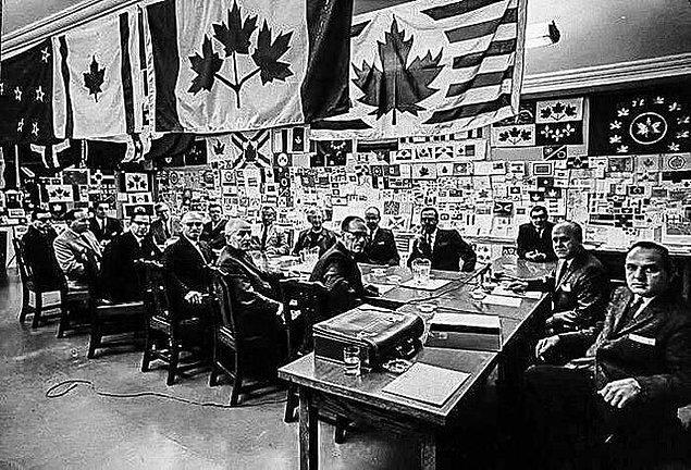 11. 1964 yılında resmi Kanada bayrağının seçildiği an: