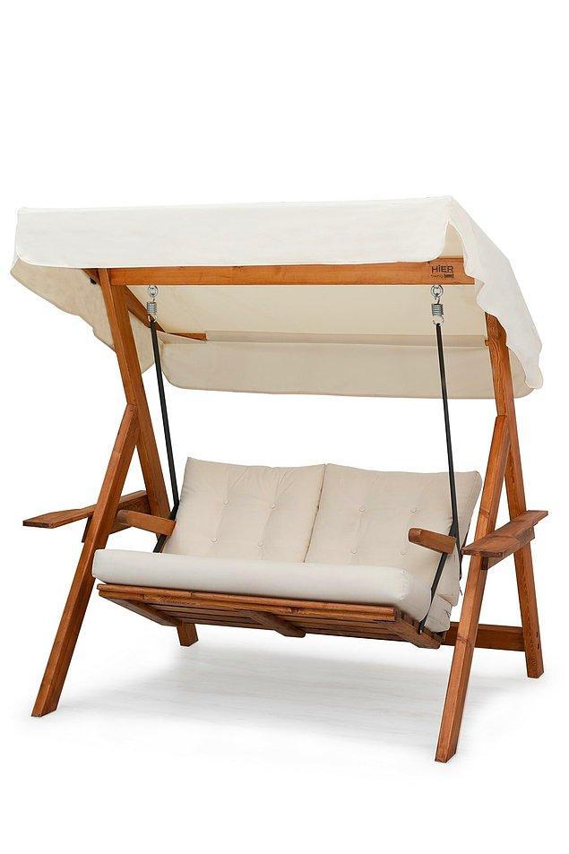 13. Balkondaki salıncak detayını kaçırmayalım. Bir evin balkonunda bahçe mobilyaları varsa...